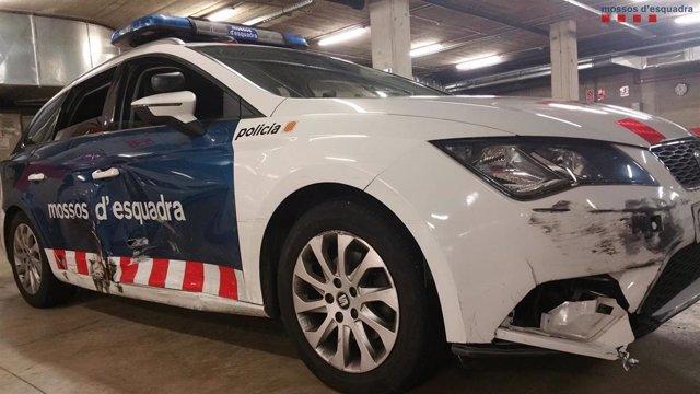 Coche patrulla de Mossos dañado al detener a un conductor que huyó de un control