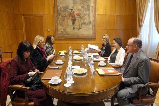 Reunión entre Gastón y la ministra Magdalena Valerio