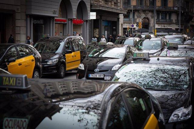 Huelga indefinida de taxistas en Barcelona tras la decisión del Govern sobre la