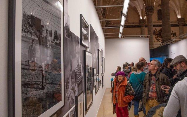 La exposición de fotógrafas aragonesas en la Lonja de Zaragoza incluye imágenes de la pionera oscense Divina Campo