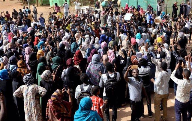 Protestas contra el Gobierno sudanés en Jartum por la muerte de un manifestante
