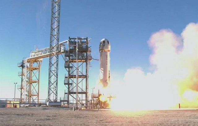 Despegue del décimo vuelo de la misión New Shepard de Blue Origin