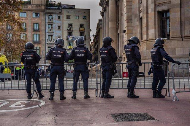 Policía Nacional concentrada en Vía Laietana de Barcelona