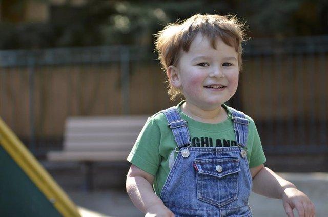 Autismo, niño, bebé, sonreír, TEA, autista
