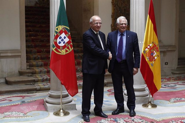 Josep Borrell se reúne con su homólogo portugués, Augusto Santos Silva, en julio