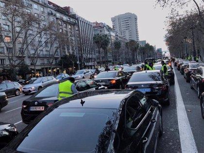 Podemos critica que Cabify y Uber amenacen con irse después de vulnerar derechos y pagar impuestos fuera
