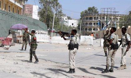 Heridas cuatro personas en un nuevo atentado con coche bomba en la capital de Somalia