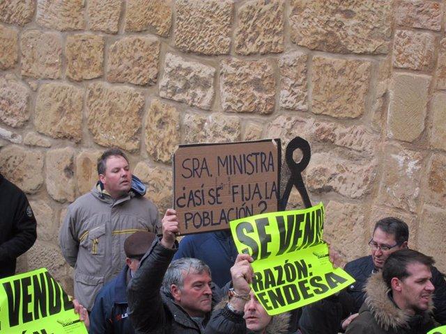 Los vecinos de Andorra han protestado hoy con motivo de la visita de la ministra