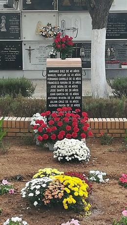 Monumento a la memoria histórica en Beas.