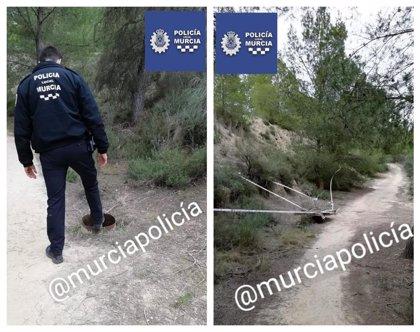 La Policía Local de Murcia encuentra un pozo de más de 60 metros de profundidad sin medidas de seguridad