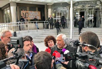 Un juez admite una querella de Rivas por crímenes del franquismo