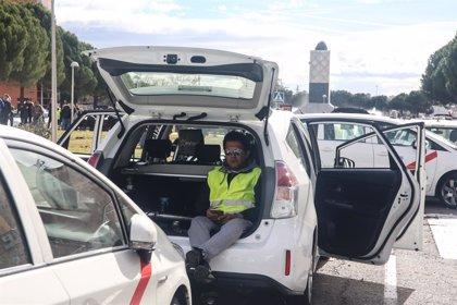 """Los taxistas de Madrid la van """"a liar"""" está tarde en la M-40 con una marcha lenta con sus coches"""