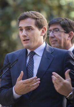 El líder nacional de Cs, Albert Rivera, en rueda de prensa en el Parlamento