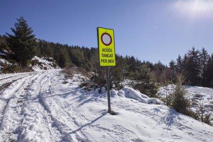 La nieve afecta a la circulación de 17 vías en Lleida