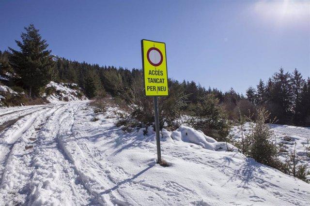 Carretera cerrada por nieve