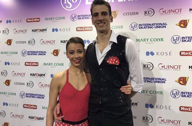 Los patinadores españoles Laura Barquero y Aritz Maestu, en el Europeo de 2019