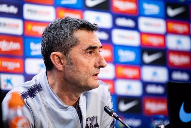 Soccer: Ernesto Valverde of FC Barcelona press conference