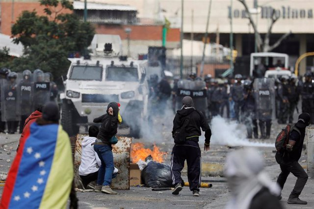 Enfrentamientos en Caracas durante una protesta contra Maduro