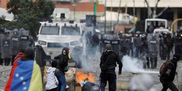 9. Cifran en 16 los muertos y en decenas los heridos y detenidos por las protestas en Venezuela