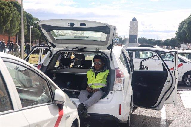 Cargas policiales en la concentración de los taxistas en la M-40  y accesos a IF