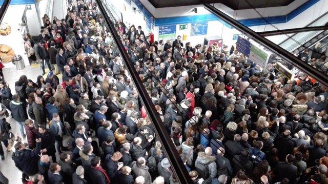 Aglomeraciones en Metro por la huelga de taxistas