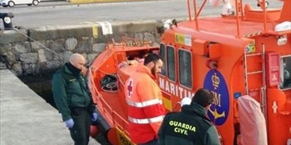 5. El viento arrastra a Ceuta una embarcación con 20 marroquíes menores de edad