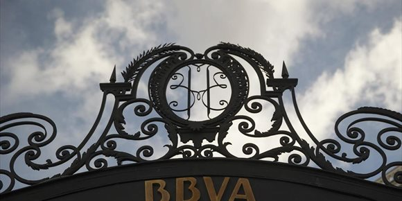 3. BBVA ficha a PwC para investigar más a fondo su relación con Villarejo