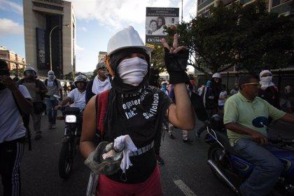 """China pide una """"solución política"""" en Venezuela y cuestiona las injerencias externas"""