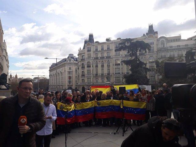 Concentración de venezolanos frente al Congreso