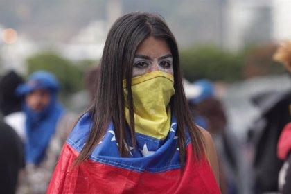 Venezuela, ante el desafío de dos presidentes que reclaman el poder y con la violencia de vuelta en las calles