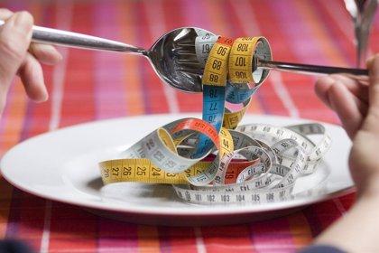 ¿Por qué queremos alimentos grasos mientras estamos a dieta?