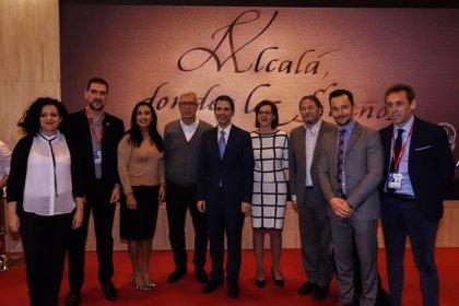 La presentación de la Fiesta del Vino, Cervantour y Alcalá Gastronómica protagonizan el 'Día de Alcalá' en Fitur
