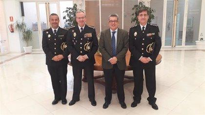 El subdelegado recibe a los nuevos comisarios del Cuerpo Nacional de Policía en la provincia de Sevilla