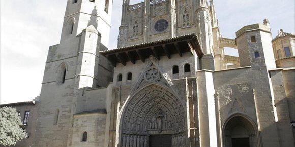 9. Excavaciones arqueológicas permiten hallar parte del claustro románico original la catedral de Huesca