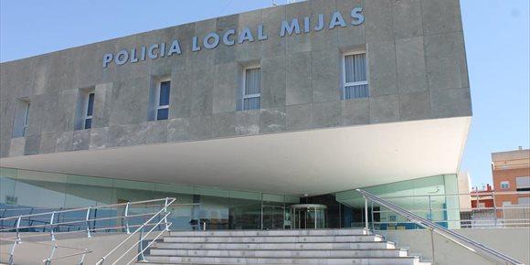 10. Dos detenidos en Mijas tras una persecución en dirección contraria en la autovía