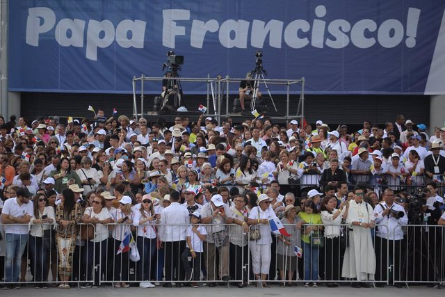 Pope Francis arrives for the 34th World Youth Day in Panama