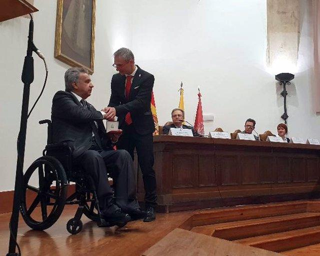 El Presidente De Ecuador Recibe La Medalla De La Universidad De Salamanca.