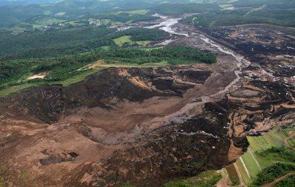Mueren siete personas y unas 200 siguen desaparecidas tras la rotura de una presa en Brasil