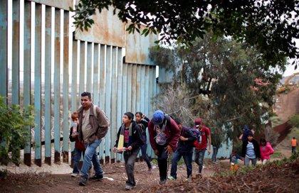 """México espera recibir """"en las próximas horas"""" al primer grupo de solicitantes de asilo desde EEUU"""