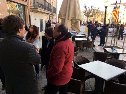 Tensió entre antifeixistes i simpatitzants de Ciutadans en un acte del partit a Torroella de Montgrí