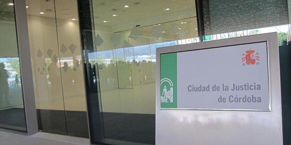 3. Piden en Córdoba cárcel a un transportista acusado de quedarse con unos mil euros de una empresa de muebles