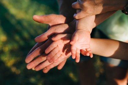Las adopciones nacionales e internacionales requieren de un impulso normativo, según Cs