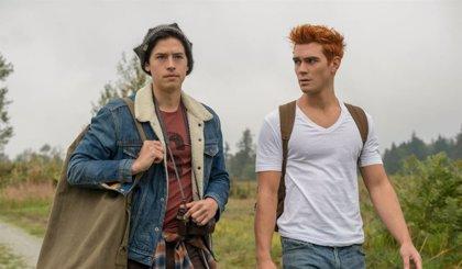 """Los protagonistas de Riverdale comentan el gran giro del Rey Gárgola: """"Es perfecto"""""""