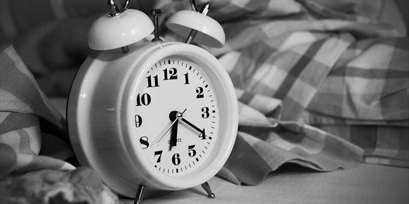 1. Hábitos saludables para combatir el insomnio tecnológico que provoca la luz azul de los móviles