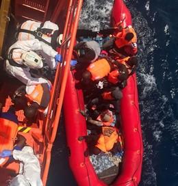Patera rescatada en Alborán en una imagen de archivo