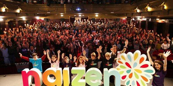 1. Más de un centenar de familias presentan Naizen, la nueva Asociación de Familias de Menores Transexuales