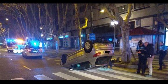 7. Herido un hombre tras volcar su vehículo en el Paseo Zorrilla de Valladolid