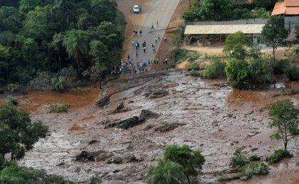 Ya son 40 los muertos tras la rotura de una presa minera en Brasil