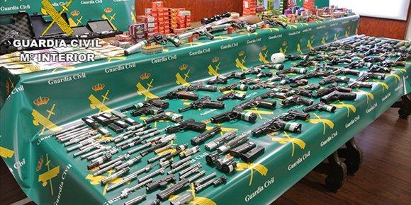 6. La Guardia Civil incauta 71 armas ilegales en un taller clandestino de Borox (Toledo)