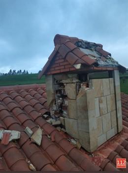 Daños en la chimenea de la vivienda por el rayo